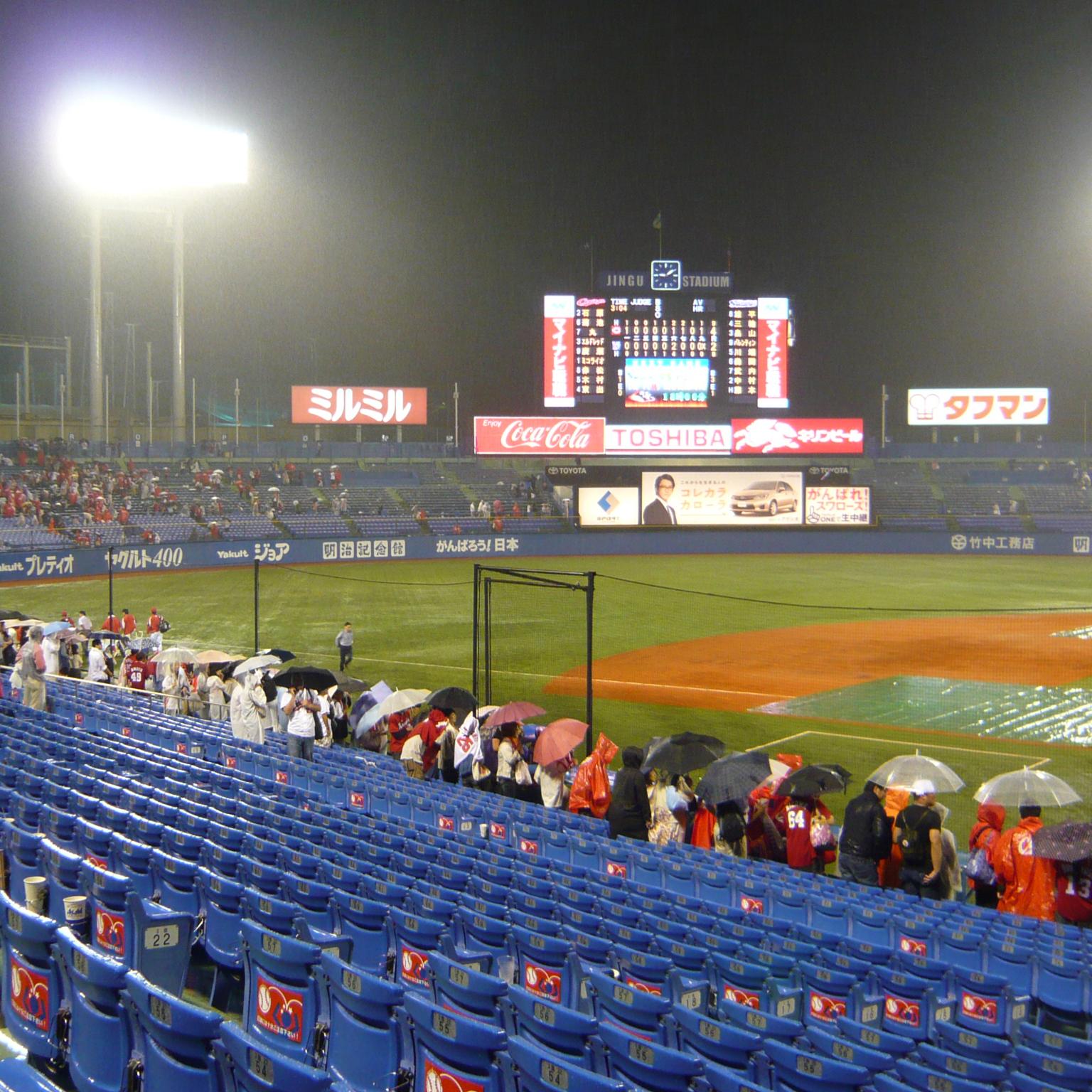 神宮球場で広島カープを応援