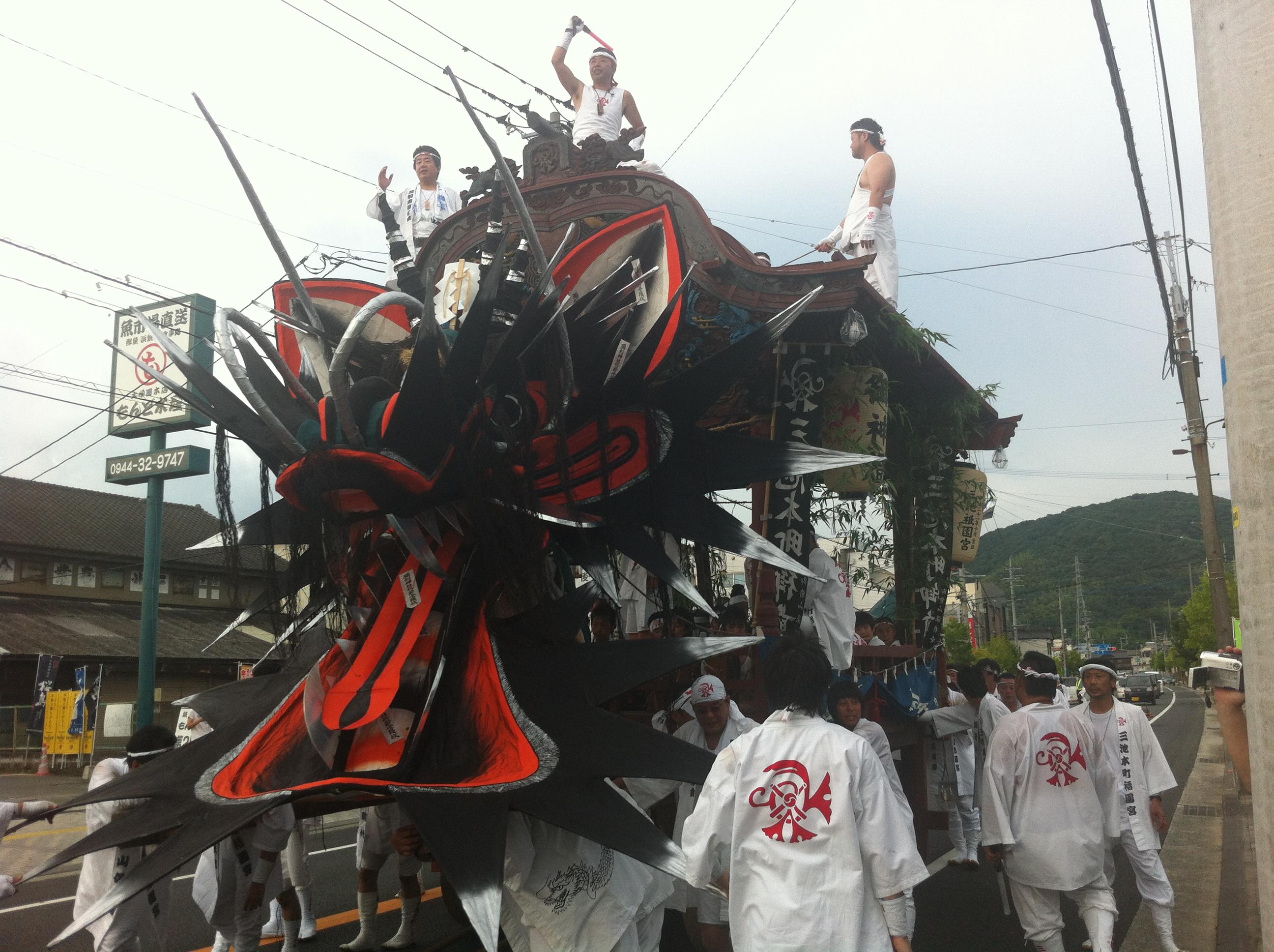 私の地元、福岡県大牟田市の大蛇祭り。子供の頃は御神輿を引いていました。