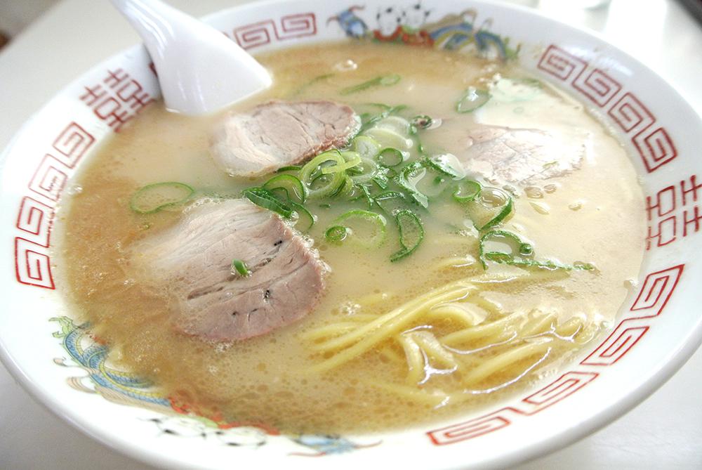 福岡出身ですから。ラーメンは豚骨に限ります。